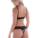 Conjunto de lingerie em veludo e renda